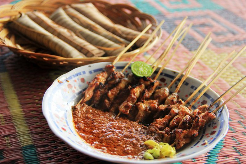 sate bulayak makanan khas lombok