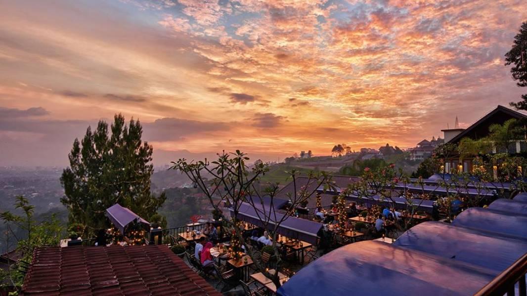 12 Kafe Amp Resto Unik Di Bandung Tempat Melihat Kembang Api