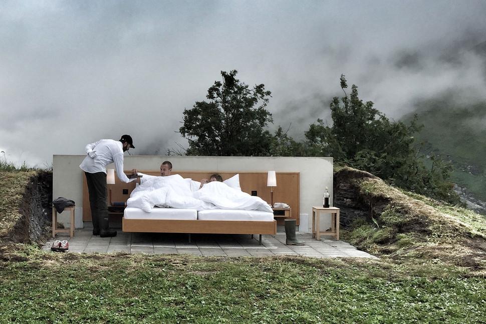 Hotel Unik Tanpa Atap dan Dinding di Pegunungan Alpen Swiss