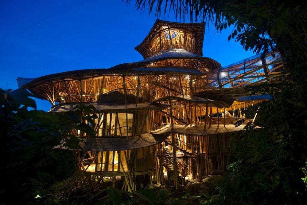 Unik, Semua Perabot di Rumah Bambu Bali Terbuat dari Bambu