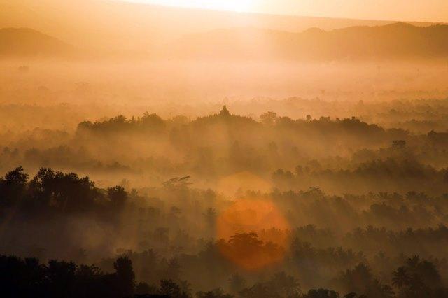 Eloknya Sunrise di Puthuk Setumbu, Magelang, Jawa Tengah