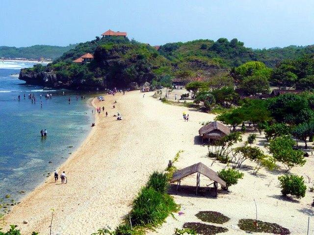 Keindahan Pantai Sundak di Yogyakarta