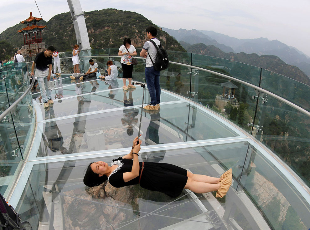 19 Foto Menara Pandang Transparan Terbesar di Dunia