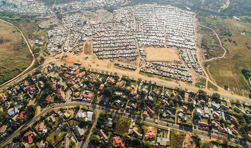 perumahan-kaya-dan-miskin-di-south-africa-johnny-miller-10