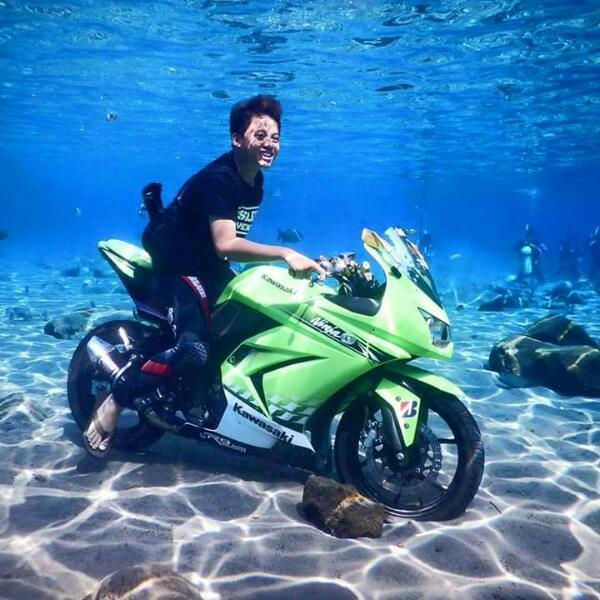 wpid-foto-motor-kawasaki-ninja-250-nyemplung-foto-di-bawah-air-kolam-umbul-ponggok-klaten-jawa-tengah-2-jpg