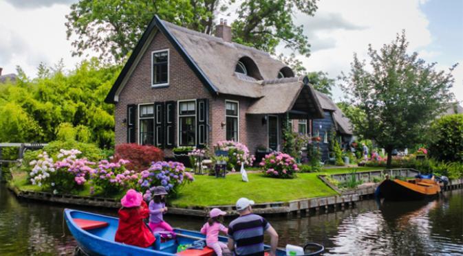 Giethoorn Sebuah Desa Tanpa Jalan, Tanpa Kendaraan dan Tanpa Polusi