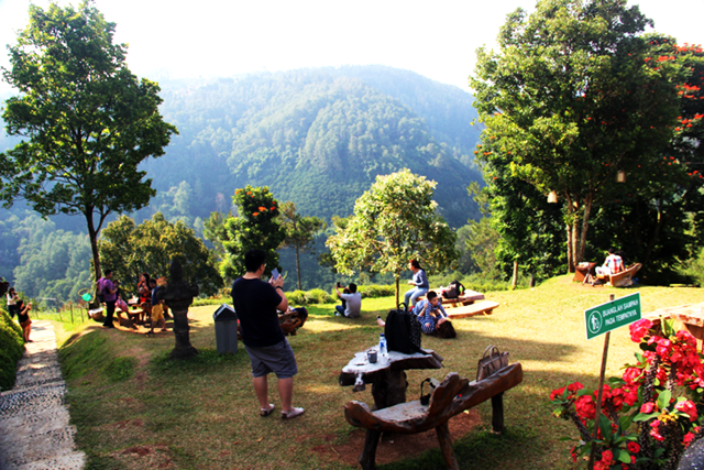 Café d'Pakar – Café Di Bandung Dengan Pemandangan Segar Di Sekelilingnya