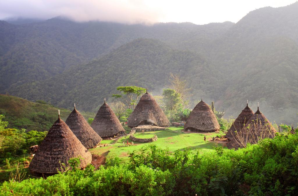 desa-tradisional-waerebo-di-flores-salah-satu-warisan-budaya-indonesia