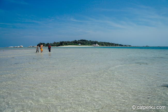 gosong-pasir-salah-satu-pulau-di-sekitar-belitung-yang-indah