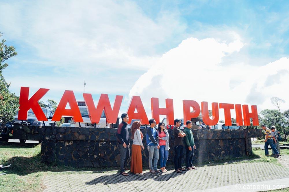 Kawah Putih Ciwidey, Pesona Keindahan Danau Kawah di Barat Bandung