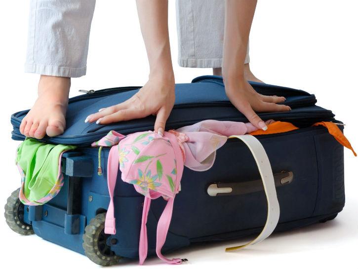 Kelebihan bagasi itu merepotkan.