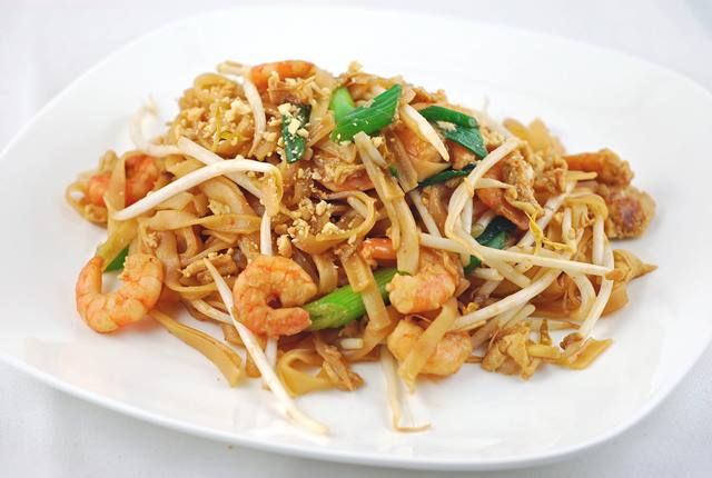 kuliner-favorit-di-bangkok-yang-bikin-ngiler-pad-thai