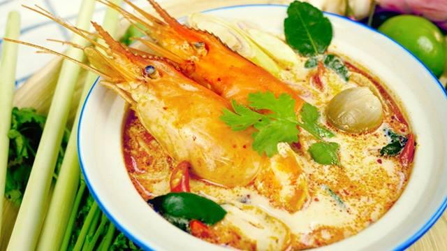 kuliner-favorit-di-bangkok-yang-bikin-ngiler-tom-yam-kung