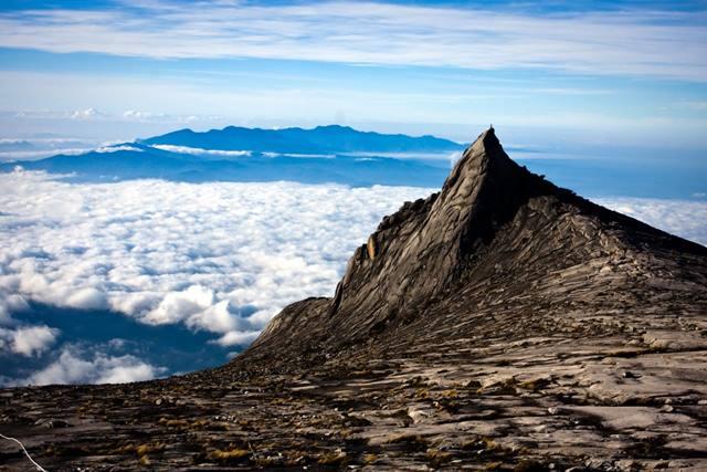 puncak-gunung-kinabalu-yang-menawan