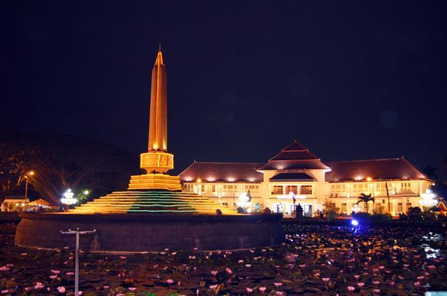 Siapapun pasti bisa dibuat kangen oleh Kota Malang ini.
