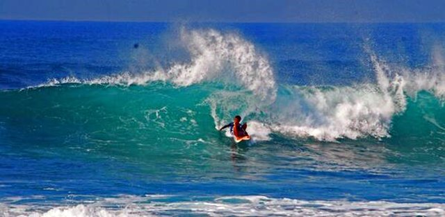Surfing di Pantai Krakal