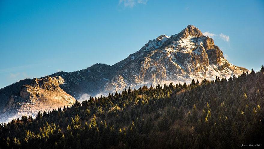Pantas para pendaki lebih terlihat cool saat di kehidupan sehari-hari. Pasalnya mereka terlalu sering melihat potongan keindahan surgawi seperti ini: