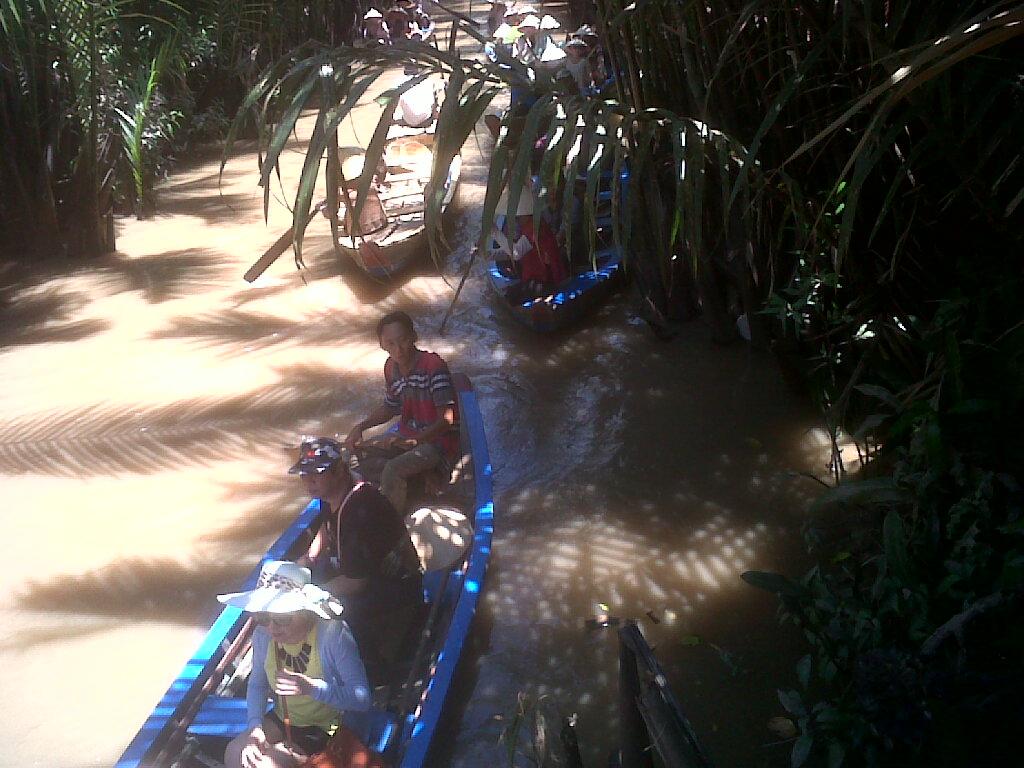 Bersampan di Mekong