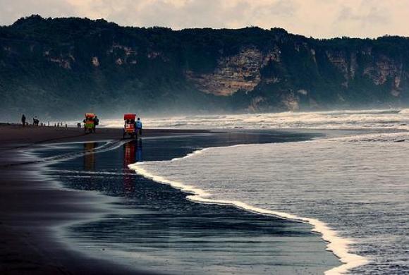 Cerita di Balik Pantai Parangkusumo dan Legenda Penguasa Laut Kidul