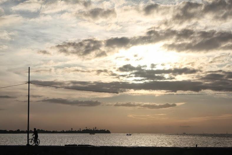 Bukit matahari, menanti sunrise pagi-pagi [Image: dzulfikaralala.com]