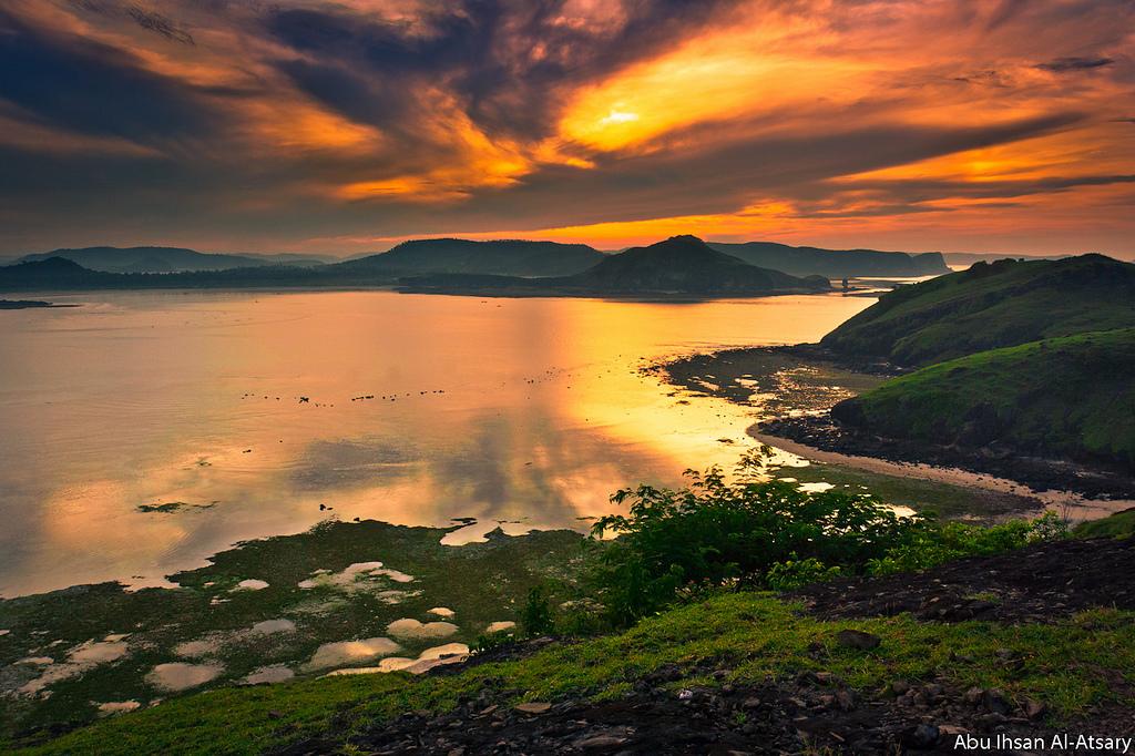 Sunrise di Tanjung Aan (flickr/abu ihsan al atsary)