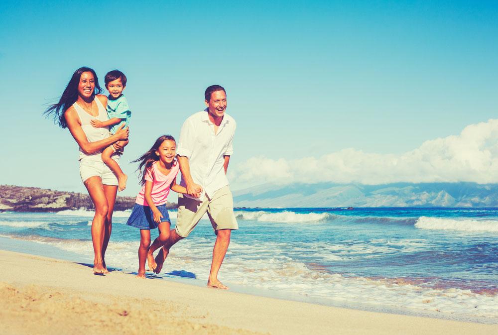 Kalau Disuruh Memilih, Kalian Lebih Suka Traveling Bareng Teman, Sendirian Atau Keluarga?