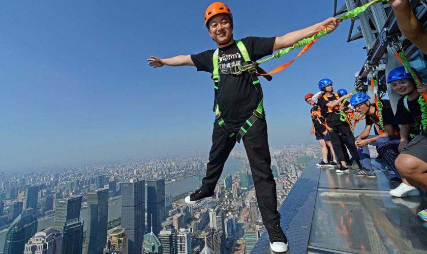 161103132105-jinmao-tower-skywalk-super-169