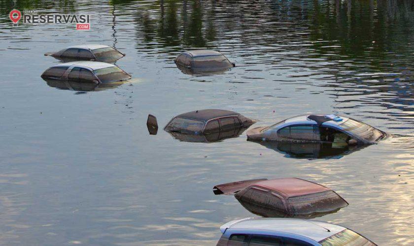 cara-keluar-dari-mobil-yang-tenggelam-2
