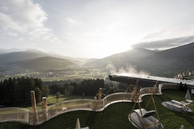 Sumber gambar: hotel-hubertus.com