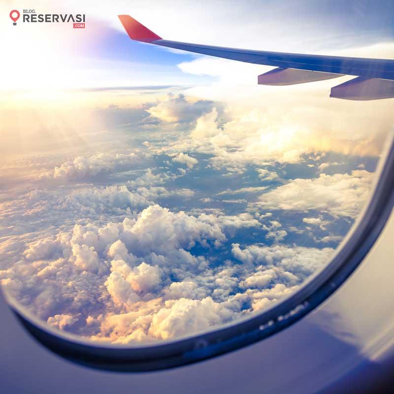lubang jendela pesawat
