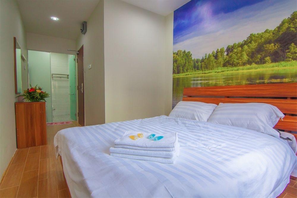 rainforest-hotel