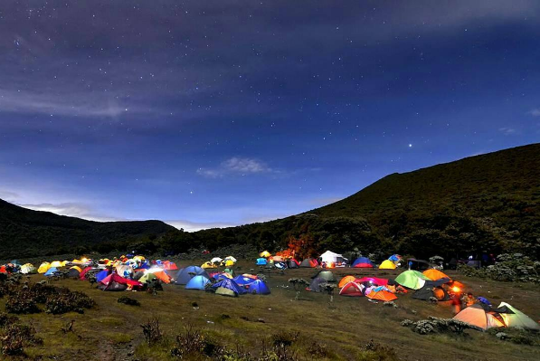 Tahun Depan, Dilarang Bawa Botol Minum dan Tisu Basah ke Gunung Gede Pangrango