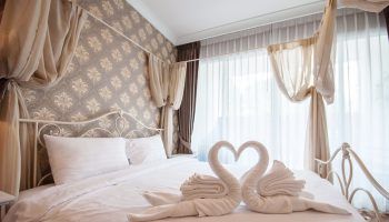 alasan mengapa sprei hotel warna putih