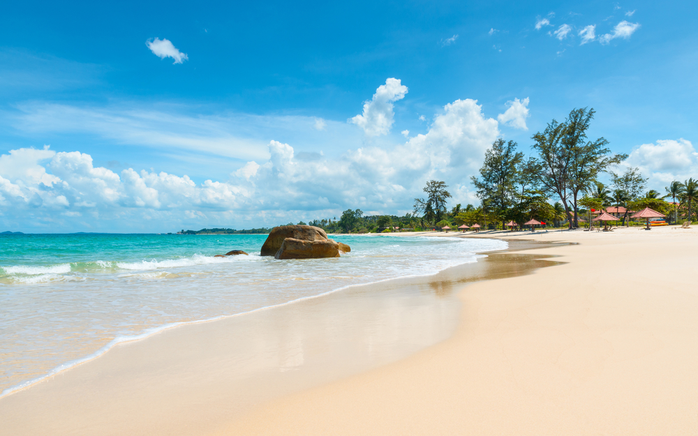 5 Pantai Indah di Anyer yang Wajib Dikunjungi