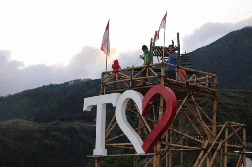 Wisata Baru, Selfie di Gardu Pandang Tikungan Cinta Musuk ...