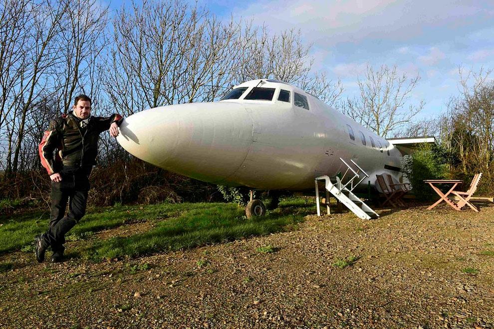 Penggemar Pesawat Ini Ubah Jet Mewah Menjadi Tempat Kemping Super Keren