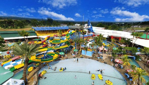 Saygon Waterpark Hadirkan Sensasi Berenang di Bawah Pesawat Terbang