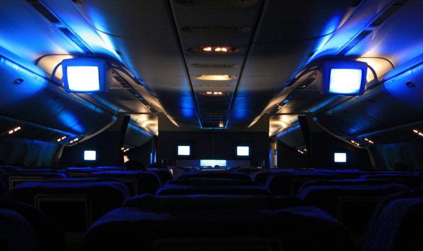 lampu pesawat redup