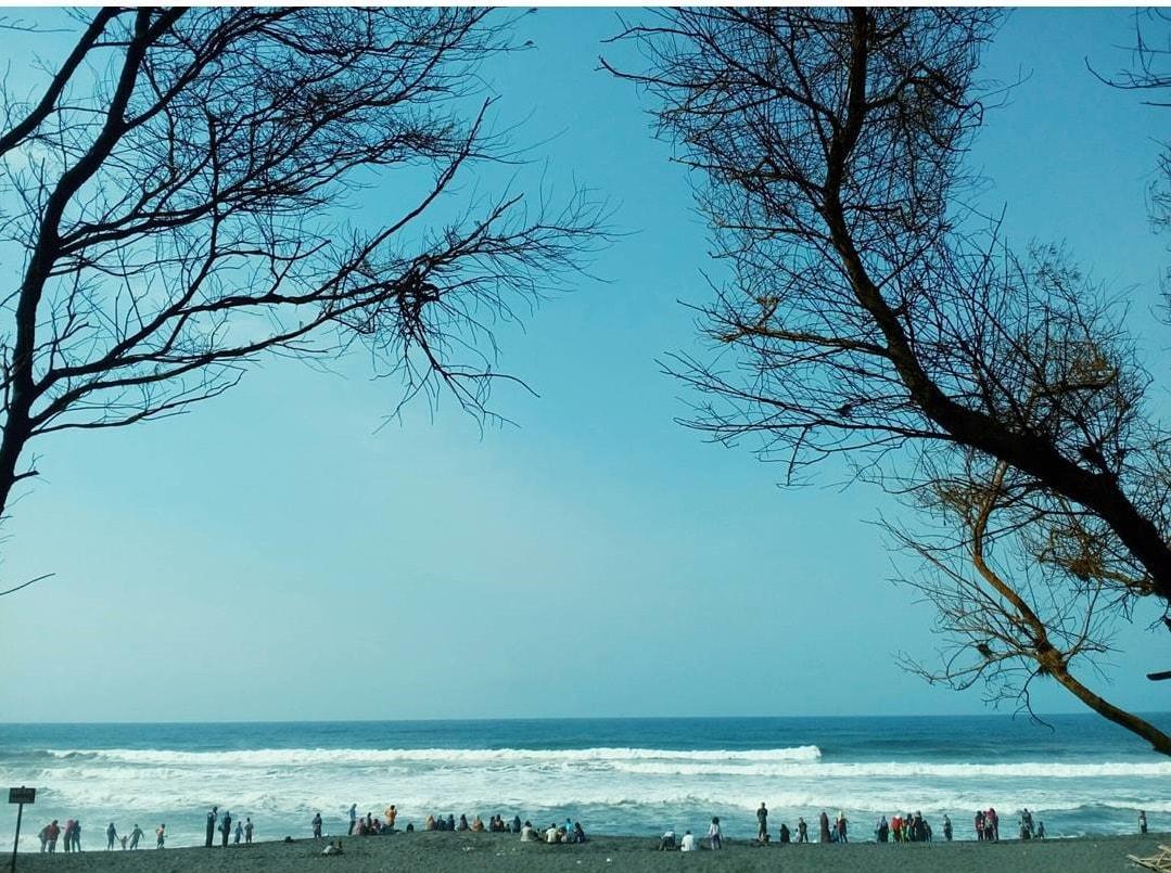 Menikmati Keelokan dari Pantai Gua Cemara Bantul
