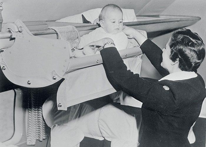 Bayi traveling pesawat 1950 an