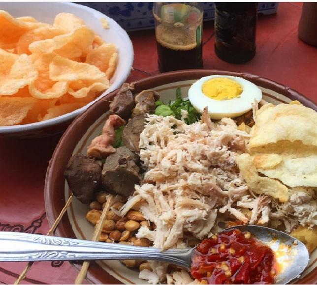 Puas Hunting Tempat Kuliner Legendaris di Bandung Seharian Penuh