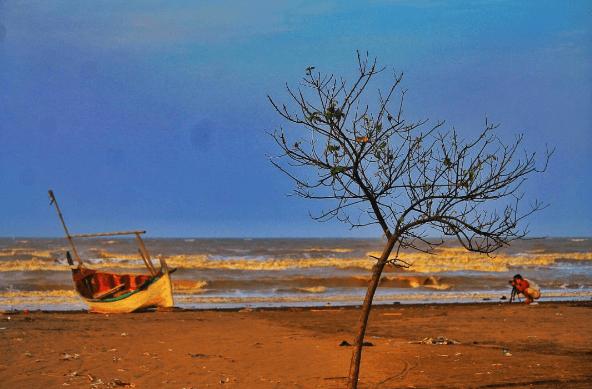 Liburan Praktis di Pantai Tanjung Pakis Karawang Menjelang Tanggal Tua