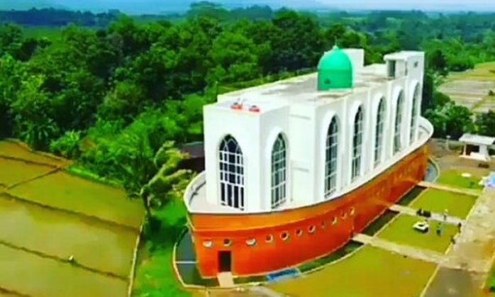 masjid kapal nuh-min