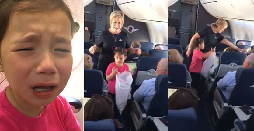 anak-perempuan-menangis-diajak-bermain-peran-pramugari-di-pesawat