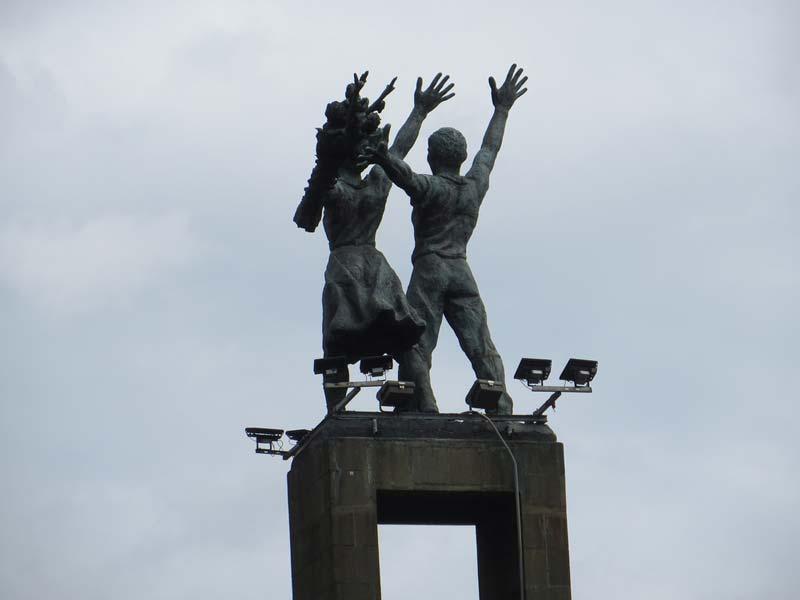 monumen selamat datang bundaran hi jakarta