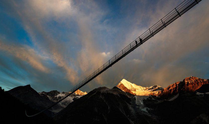 044827200_1501469562-20170729-Jembatan-Gantung-Terpanjang-di-Dunia-Dibuka-untuk-Umum-AP-3