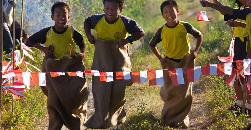 10 Ide Permainan Tradisional untuk Lomba 17 Agustusan yang Perlu Dilestarikan Kembali