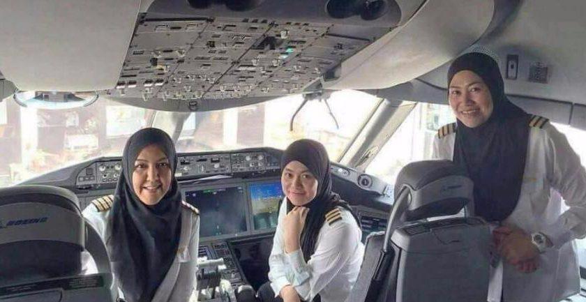 pilot pesawat perempuan berkerudung asal brunei