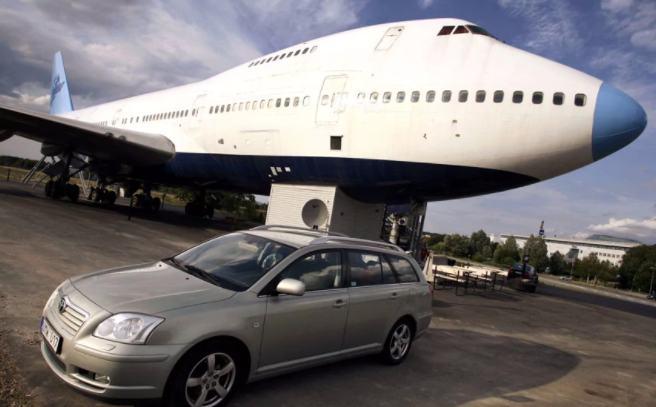 hotel dari bekas pesawat