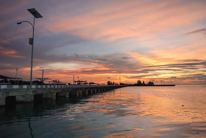 sunset di pelabuhan karimun jawa